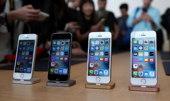 iPhone SE against iPhone 5S